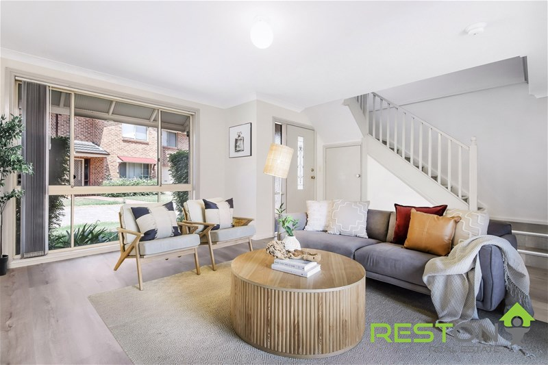 QUAKERS HILL - Updated & Spacious