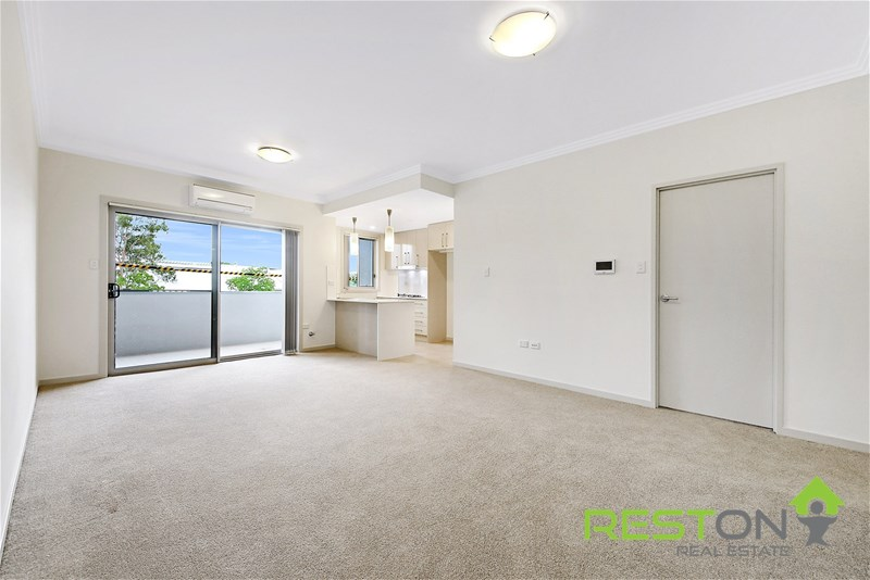 PENRITH - LUXURY APARTMENT IN THE HEART OF PENRITH!