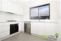 2/99 Canberra Street OXLEY PARK, NSW 2760